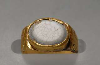 Ancient Roman Gold white agate ring 2nd A.D.